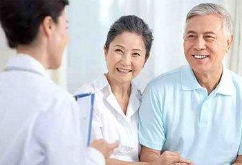 应该怎样治疗老年银屑病呢
